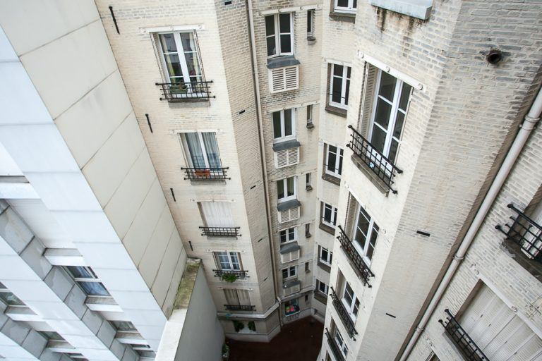 'MEUNIERS near Bercy lively Area