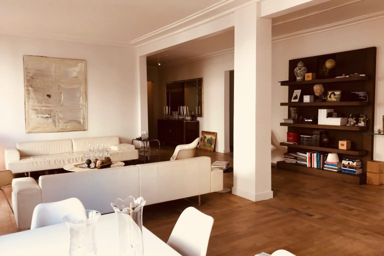 'Big 3 Bedroom apartment in Passy